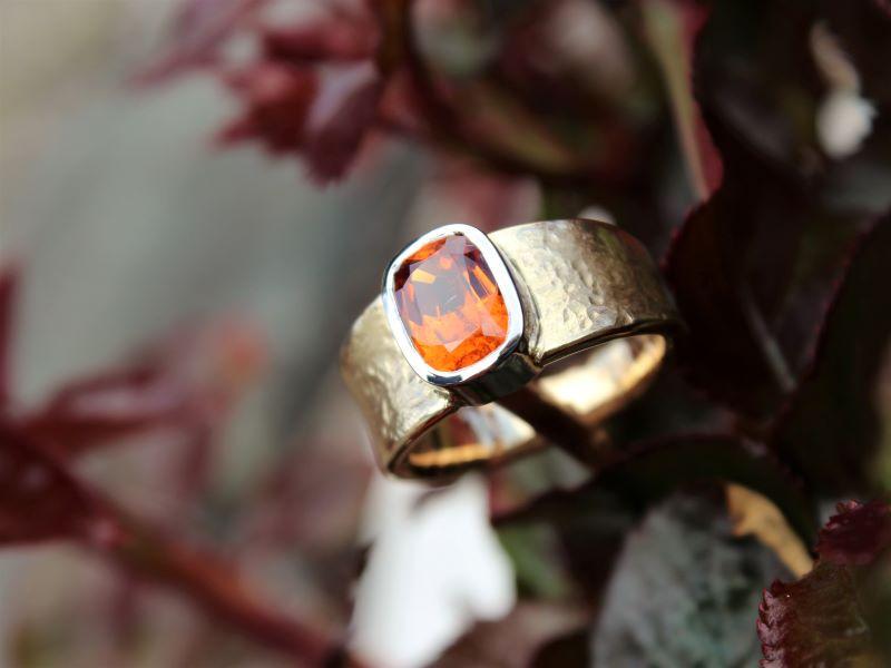 Ring FEUERWASSER Unikat Gold Weissgold Mandaringranat