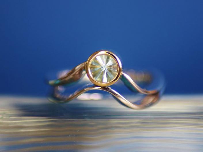 Ring WILDE WELLE Unikat Weissgold Gelbgold Topas blau SPIRIT SUN